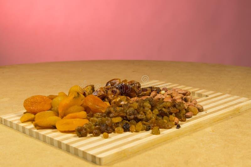 Arrière-plan du mélange de noix et de raisins secs photographie stock libre de droits