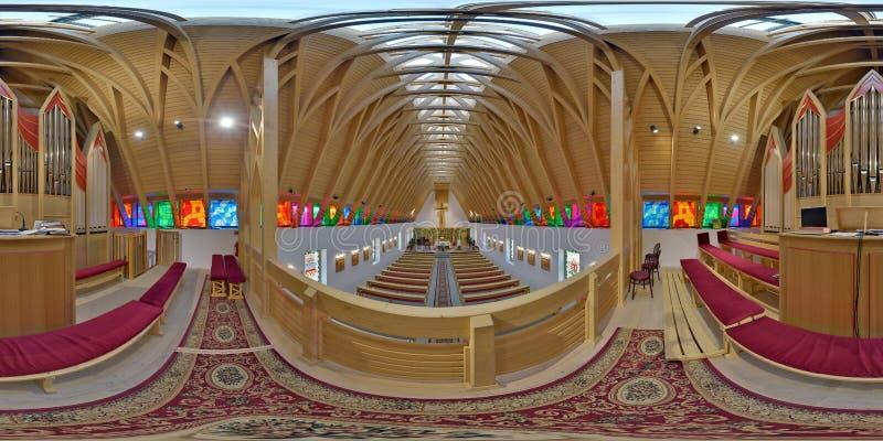 Arriba en el santo Joseph Catholic Church, ralja del ¡de Zetevà (Cetate sub), Rumania imagen de archivo