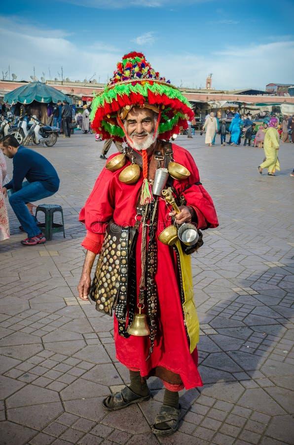 Arrosez le marchand ambulant en EL célèbre Fna, Marrakech de Djemaa photo stock
