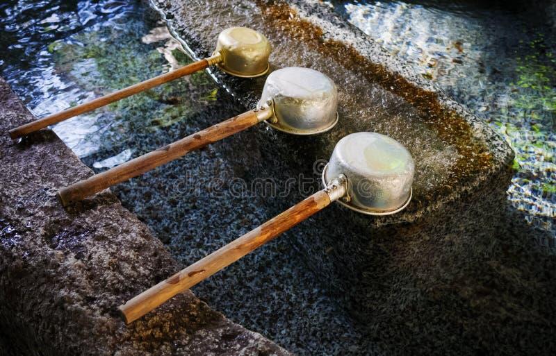 Arrosez le plongeur au tombeau japonais, Tokyo, Japon photo libre de droits