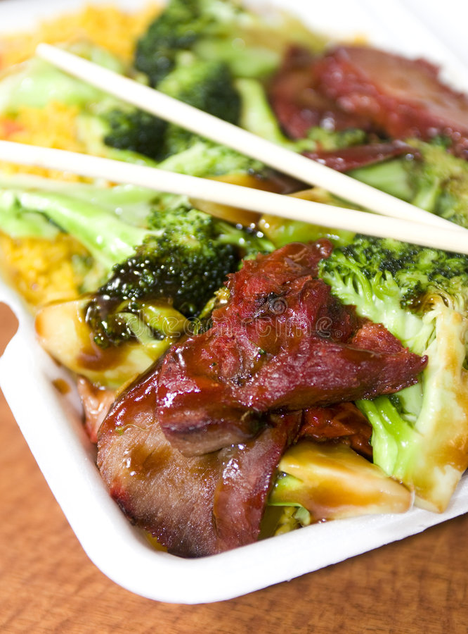 Arrosto di maiale cinese con broccolo fotografie stock libere da diritti