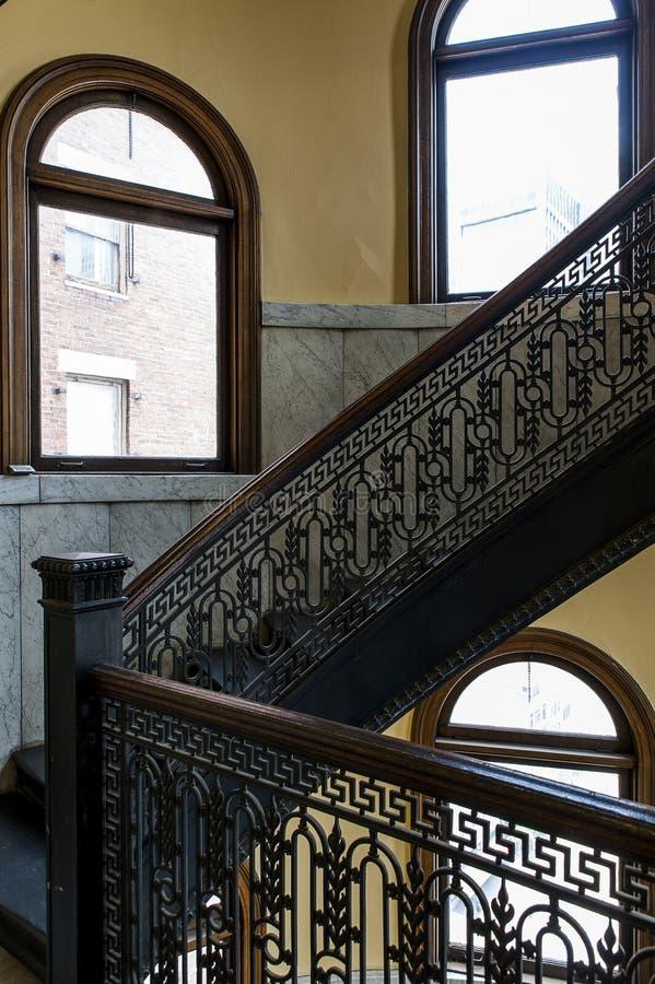 Arrott byggnad - halv trappuppgång för cirkulärspiralmarmor - i stadens centrum Pittsburgh, Pennsylvania royaltyfri bild