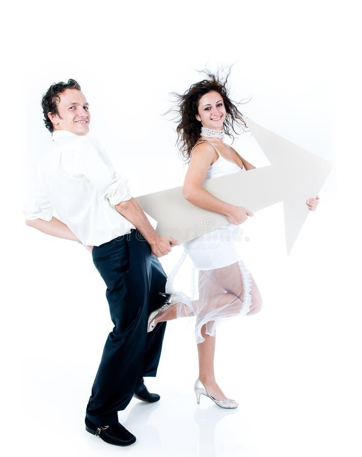 arrow couple holding sign young στοκ φωτογραφία με δικαίωμα ελεύθερης χρήσης