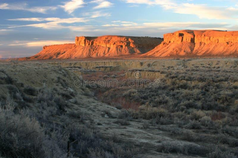 Arroyo e por do sol dos Buttes imagem de stock