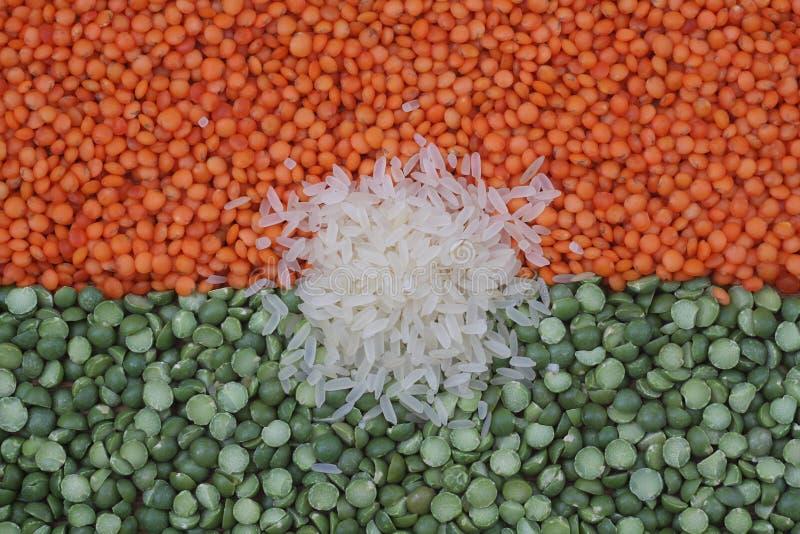 Arroz branco, lentilhas vermelhas e ervilhas verdes foto de stock royalty free