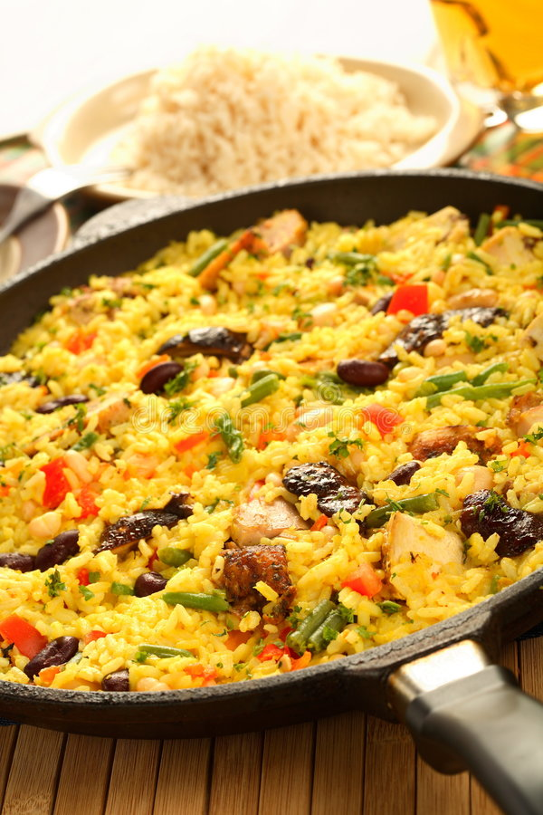 Arroz com carne e vegetais fotos de stock