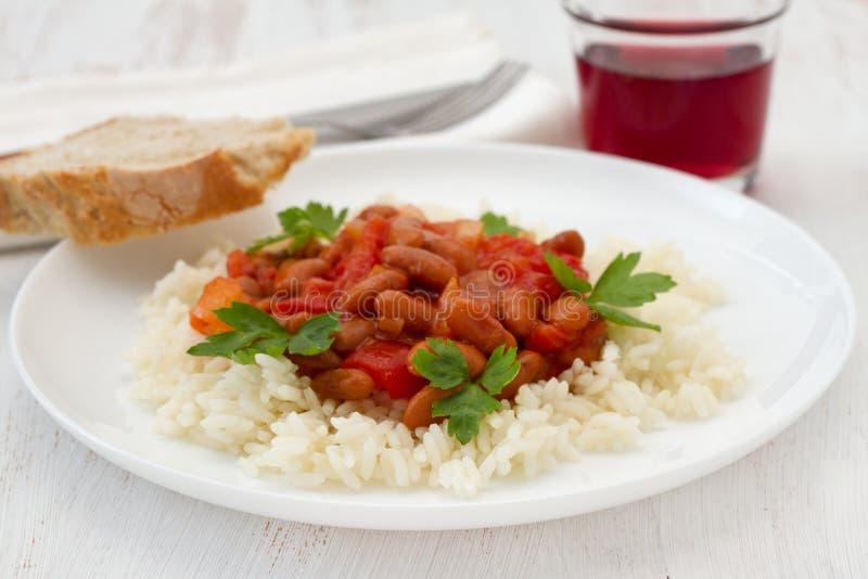 Arroz com os feijões com molho de tomate foto de stock
