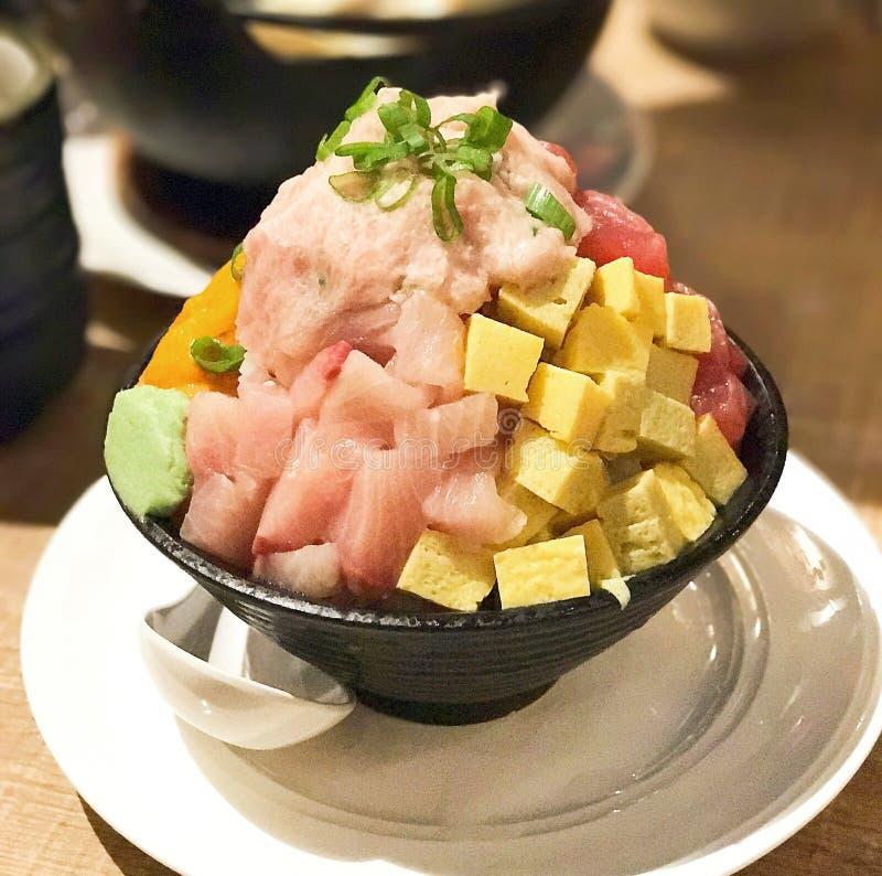 Arroz de sushi japonês Bakumori Montanha-de luxe Don imagem de stock royalty free