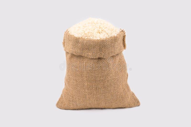 Arroz del jazmín en pequeños sacos del cáñamo fotografía de archivo
