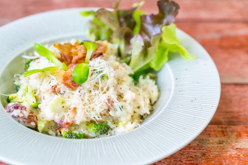 arroz del risotto con tocino imagen de archivo