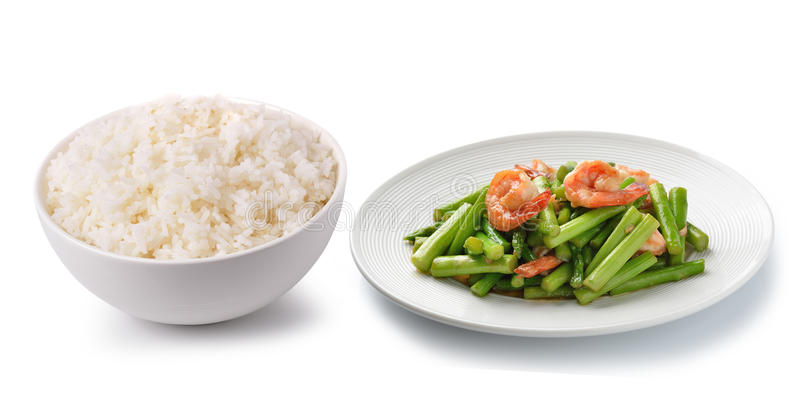 Arroz en un cuenco blanco y una comida tailandesa imágenes de archivo libres de regalías