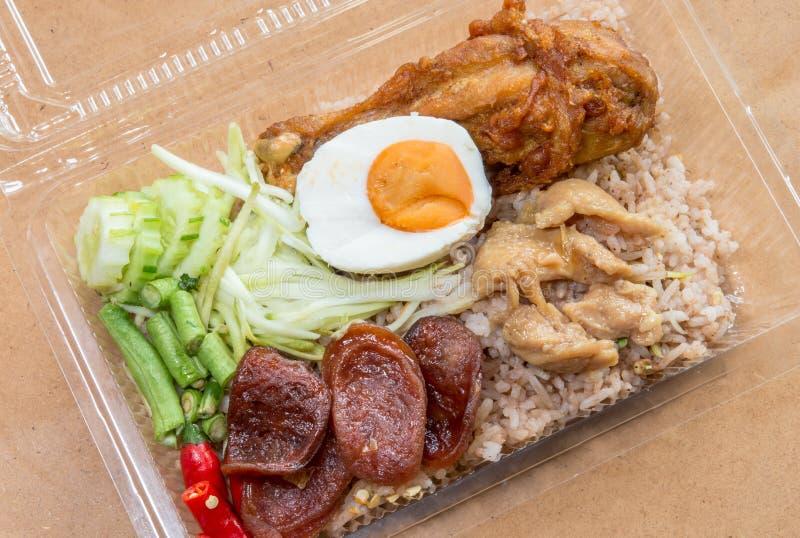 arroz fritado da Camarão-pasta com salsicha chinesa, sal do frango frito fotografia de stock royalty free