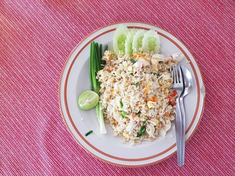 Arroz fritado tailandês com caranguejo imagens de stock