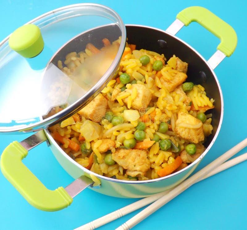 Download Arroz frito con el pollo imagen de archivo. Imagen de frito - 42427769