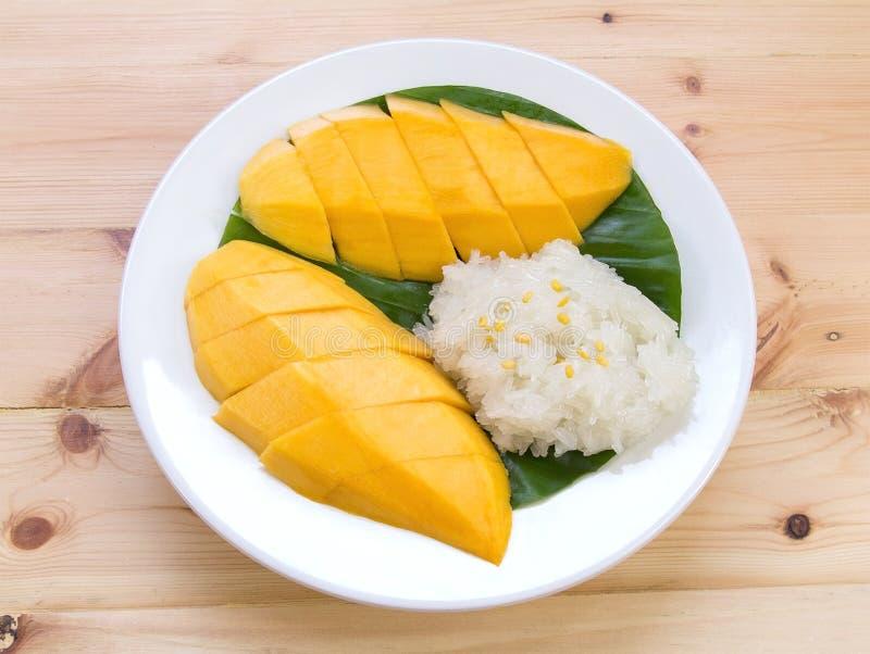 Arroz pegajoso del mango Postre tailandés del estilo, mango con arroz pegajoso imagenes de archivo