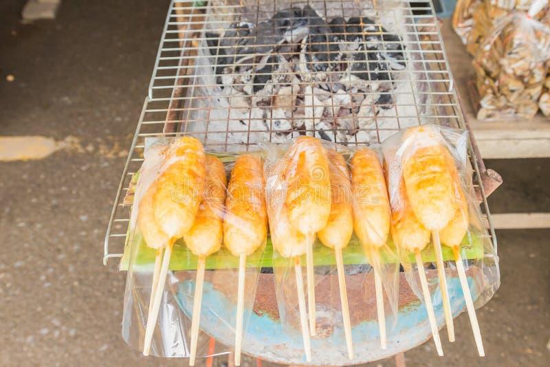 Arroz pegajoso grelhado com ovo ou foto de stock