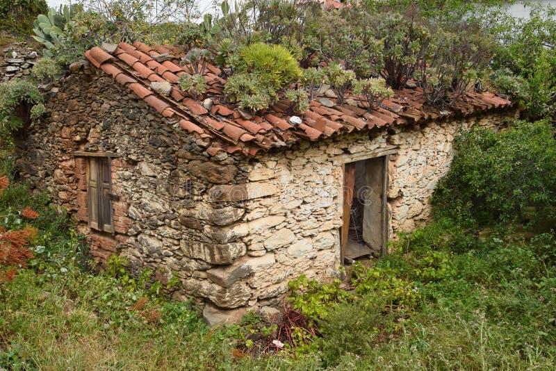Arruinado pouca casa de pedra em Gran Canaria fotografia de stock