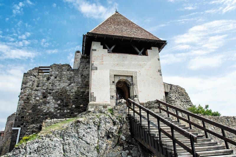 Arruine el castillo de Visegrado, Hungría, arquitectura antigua con stai fotos de archivo