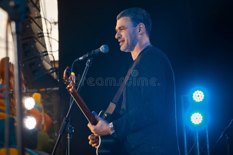 Arsen Mirzoyan, żyje koncert w Pobuzke, Ukraina, 15 07 2017, bocznego widoku artykułu wstępnego fotografia obrazy stock