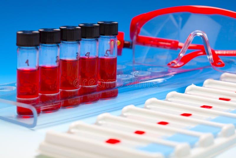 Arsenal de las muestras de sangre para la microscopia fotografía de archivo libre de regalías