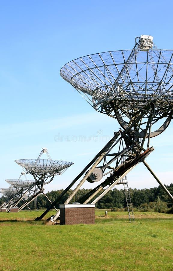 Arsenal de los telescopios de radio en Westerbork, Holanda imagen de archivo