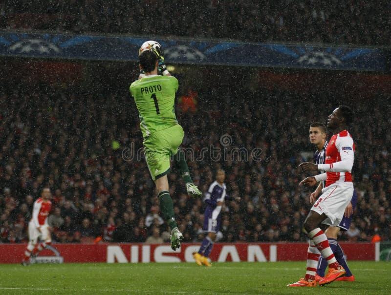 Arsenal v Anderlecht da liga de campeões de UEFA fotos de stock royalty free