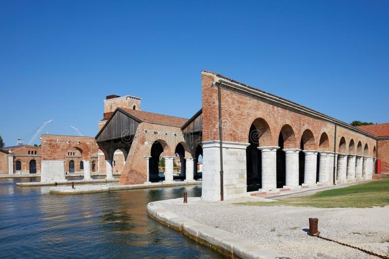Arsenal Venetian com docas e arcada em Veneza, Itália fotos de stock royalty free