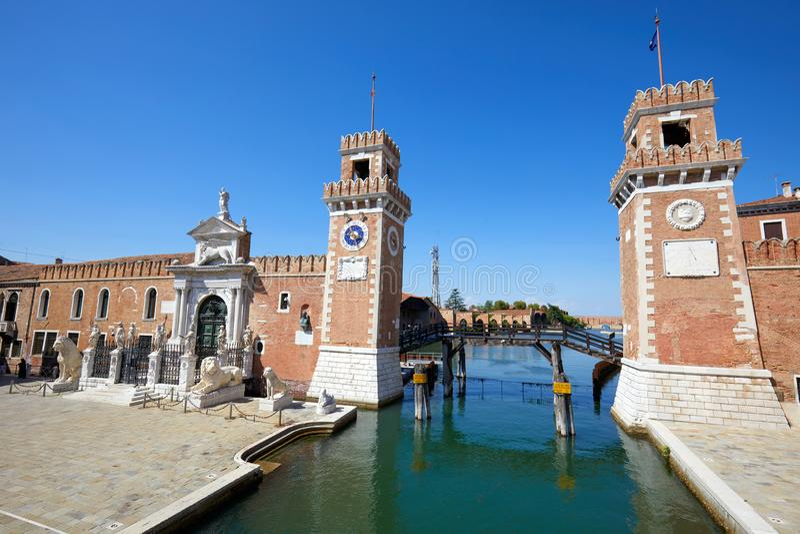 Arsenal Venetian com o canal em Veneza, Itália fotos de stock