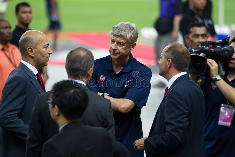 Arsene Wenger Manager des Arsenals FC Plaudern lizenzfreies stockfoto