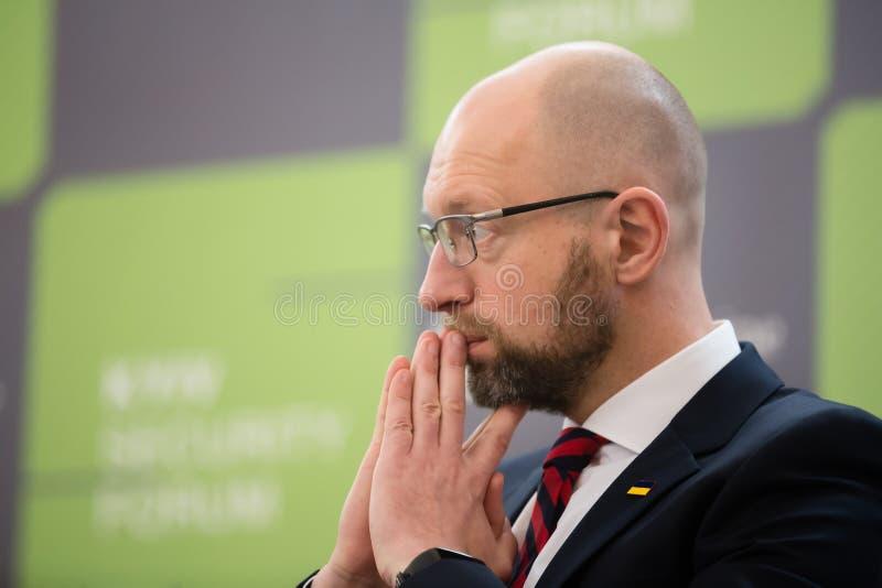 Arseniy Yatsenyuk tijdens 10de Kyiv-Veiligheidsforum royalty-vrije stock afbeeldingen