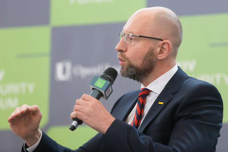 Arseniy Yatsenyuk tijdens 10de Kyiv-Veiligheidsforum royalty-vrije stock foto's