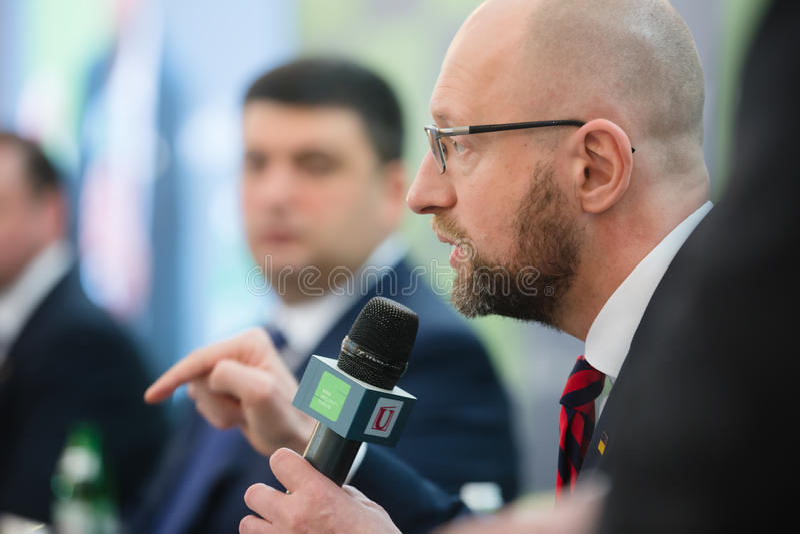 Arseniy Yatsenyuk tijdens 10de Kyiv-Veiligheidsforum royalty-vrije stock foto