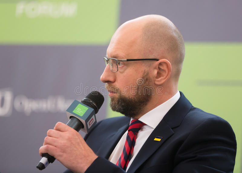 Arseniy Yatsenyuk tijdens 10de Kyiv-Veiligheidsforum stock fotografie