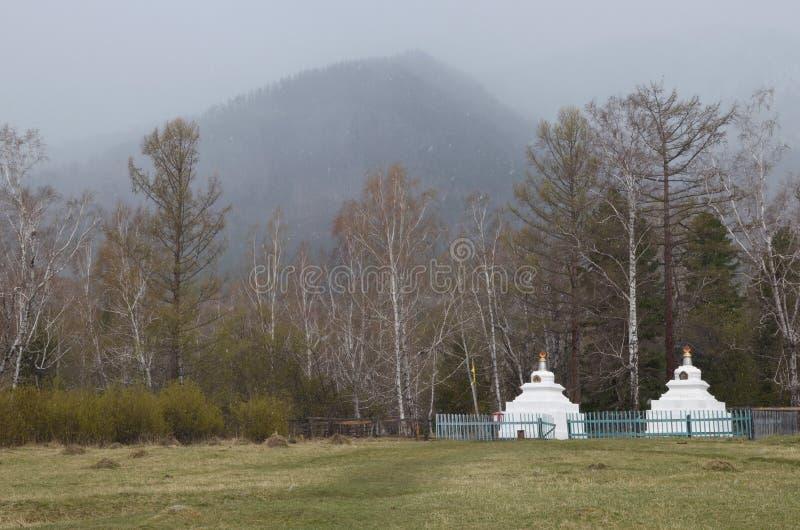 Arshan, 02 RU-Μαΐου, 2014: Βουδιστικό stupa, αρχιτεκτονική κατασκευή, σύμβολο της φύσης μυαλού, Διαφωτισμός Μοναστήρι ναών, Burya στοκ φωτογραφίες