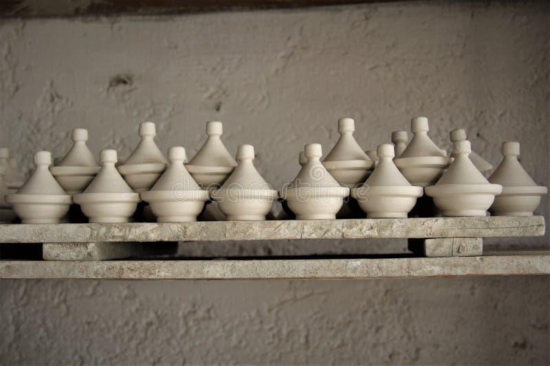 Artículos de cocina de cocinar marroquí tradicional de Tajine fotografía de archivo