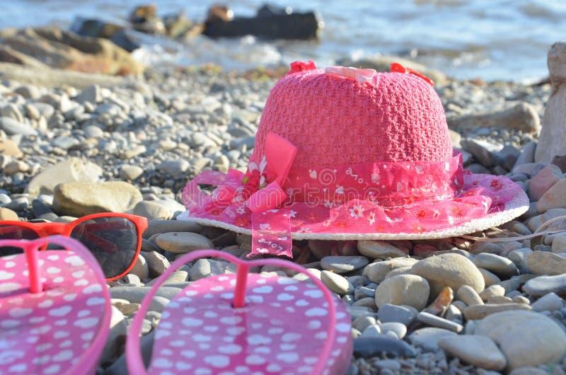 Artículos de playa para el terreno de vacaciones Vistas panorámicas, lugares para nadar y relajarse, tomar el sol en la playa fotos de archivo