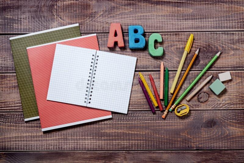 Download Artículos Para La Creatividad De Los Niños Foto de archivo - Imagen de feliz, copia: 42444658