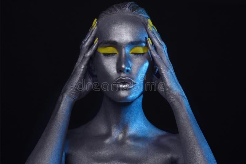ART тела серебряная девушка красоты кожи стоковые изображения