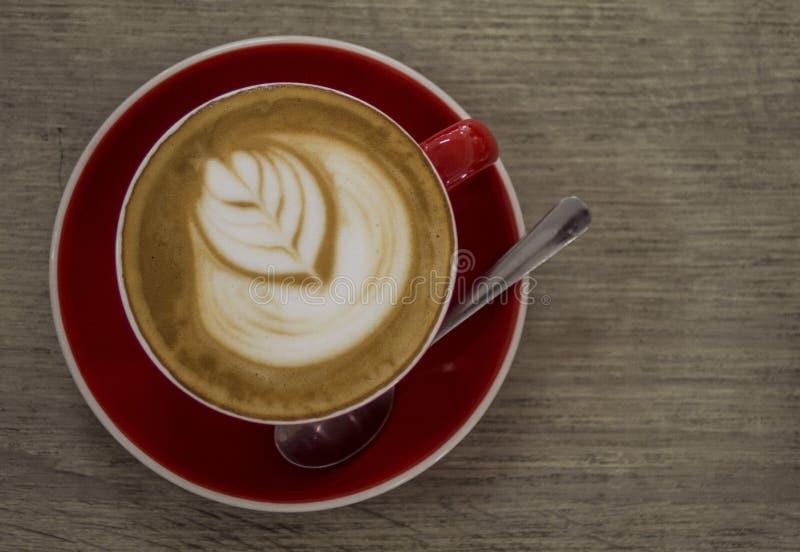 Download Art Artistique De Latte Dans Une Tasse Rouge Image stock - Image du lait, mousse: 87707647