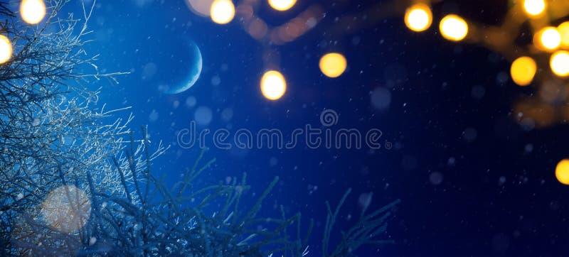 Art Blue Christmas; Fondo de los días de fiesta con decorati de la luz de Navidad fotografía de archivo
