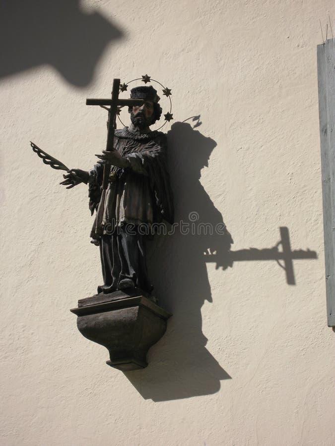 Art Christian Imagery Saint bíblico com a pena transversal do ADN foto de stock