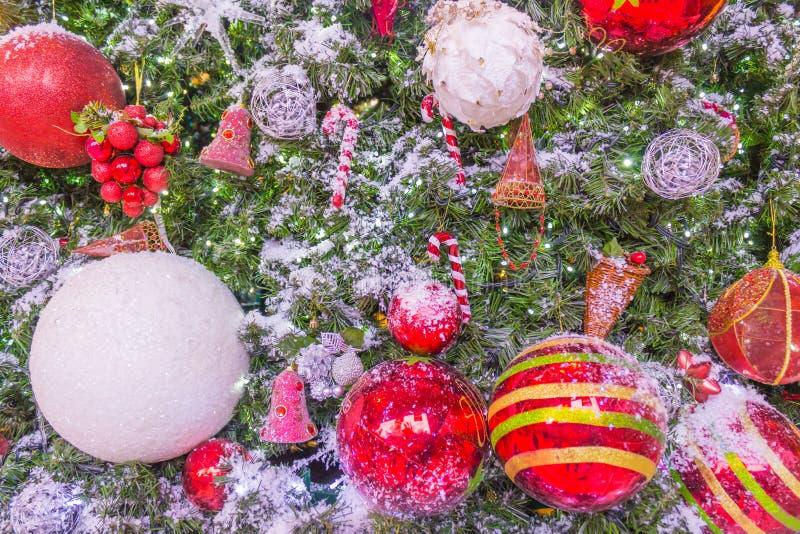 Art Christmas Greeting Card con le palle rosse immagini stock libere da diritti