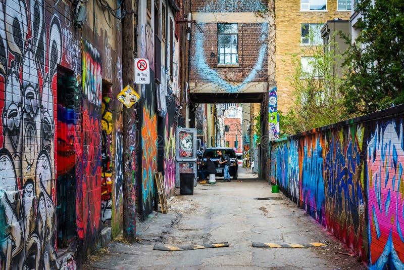 Art coloré de rue dans l'allée de graffiti, dans le secteur o de mode photo stock