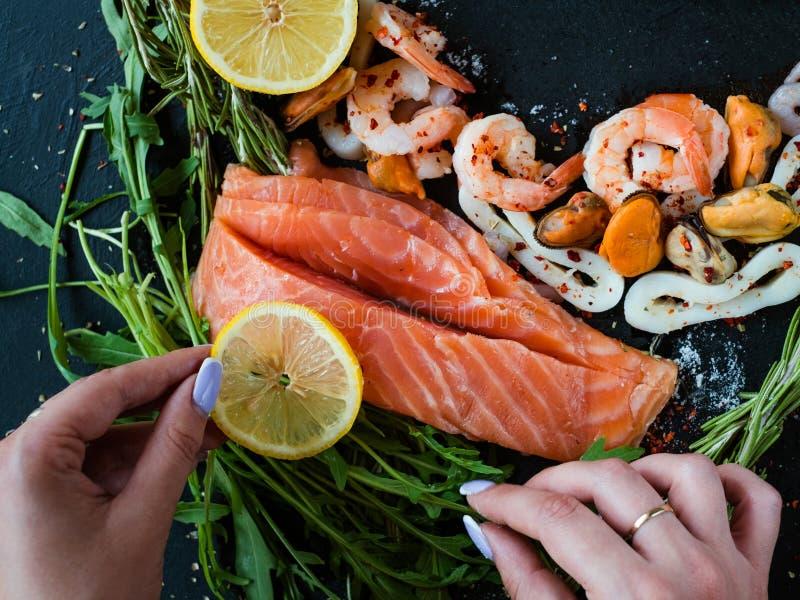 Art de blog de disposition de fruits de mer de styliste de nourriture images stock