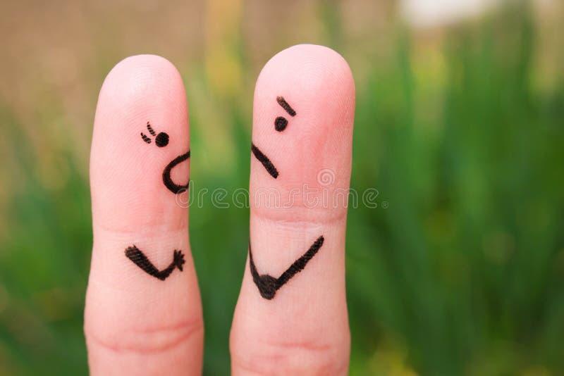 Art de doigt d'un couple pendant la querelle Une femme hurle à un homme photo libre de droits