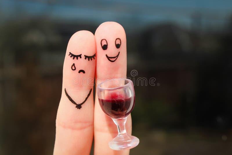 Art de doigt des couples La femme est bouleversée, homme ivre photos libres de droits