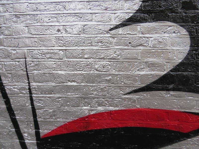 Art de graffiti sur la rue Peinture argentée sur des briques image libre de droits
