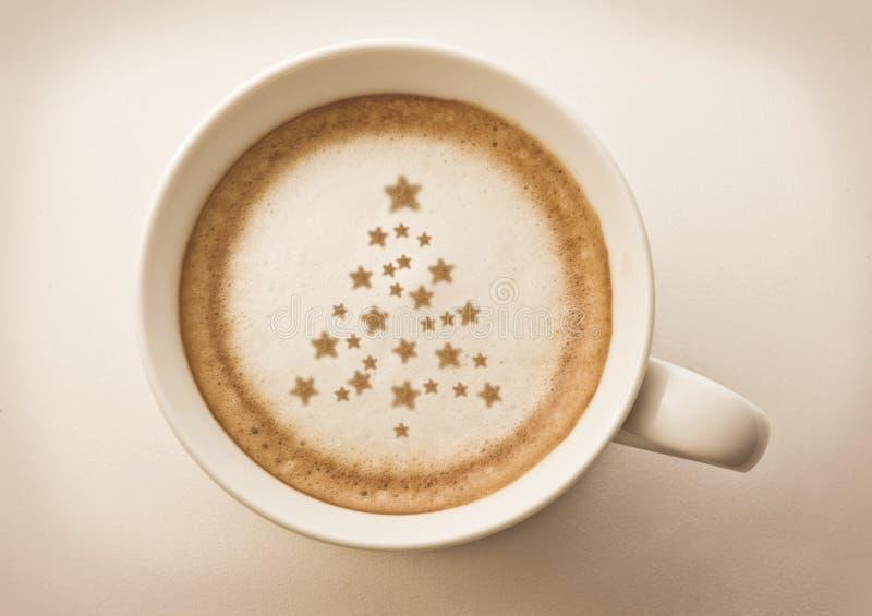 Art de latte de café d'arbre de Noël images stock