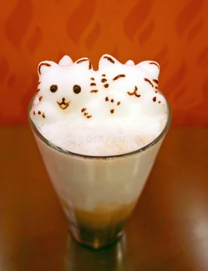 Art de Latte de Kitty 3D sur le chocolat glacé photographie stock libre de droits