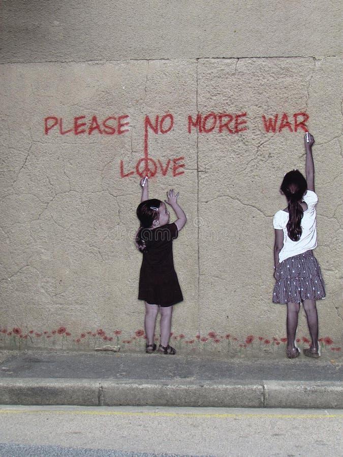 Art de rue avec deux filles n'écrivant svp pas plus de guerre images libres de droits
